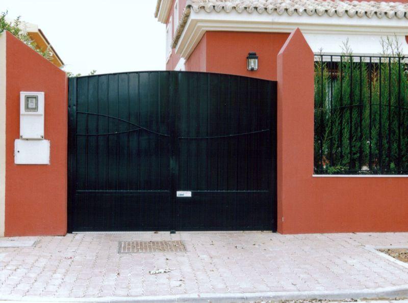 Puertas abatibles lusan automatismos - Puertas de dos hojas ...