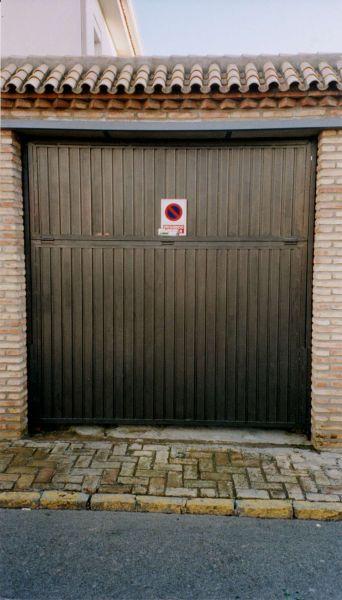 Puertas basculantes lusan automatismos for Puerta 8 san marcos