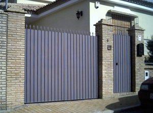 9 puerta abatible de chapa talsa y portillo lusan - Puertas de chapa galvanizada precios ...